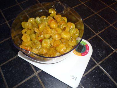 1,100 kg de mirabelles dénoyautées