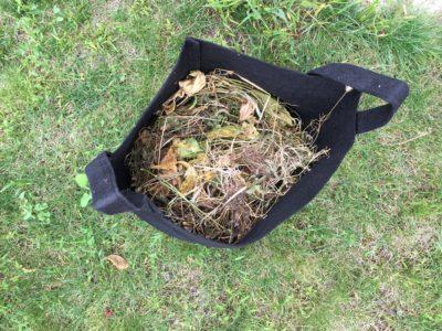 Première couche pour le compost en pot