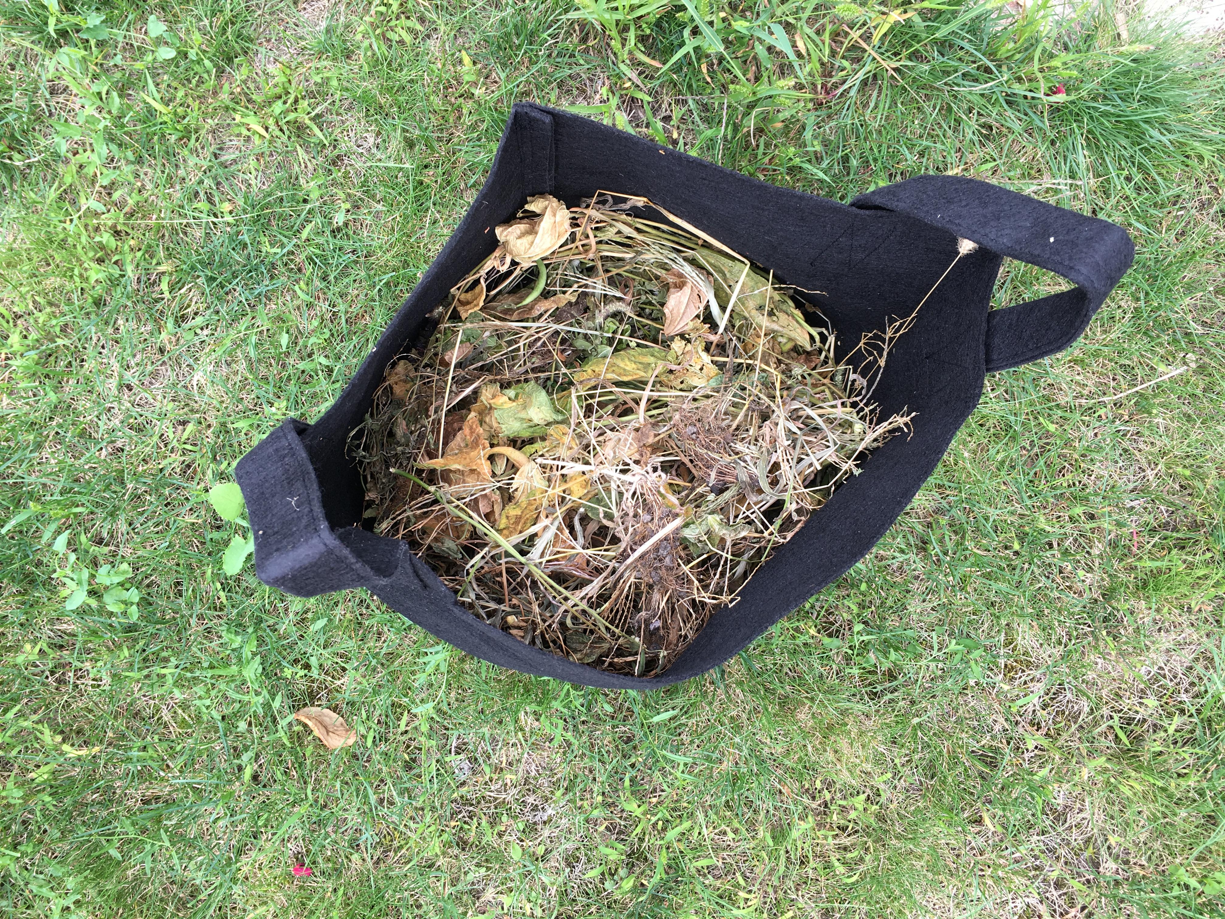 faire du compost en pot tout en r coltant des l gumes sans potager. Black Bedroom Furniture Sets. Home Design Ideas